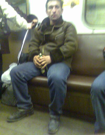 В метро вечером
